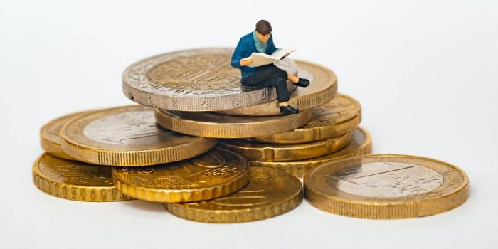 Tips to Save Money in Ireland: Save on Study Material